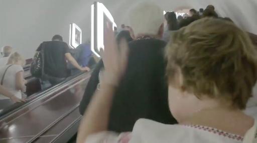 """""""Київ. Метро. Їдуть два ескалатори, раптом хтось гукає """"Слава Україні"""", – і тут..."""" - киянка (відео)"""