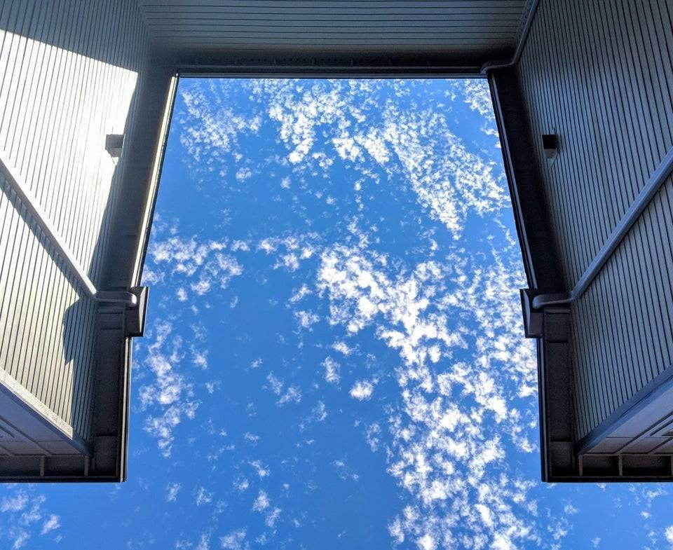 Небо нагадує знімок з космосу