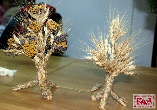 Раніше українці раніше готували дідух до Різдва влітку під час жнив. У деяких частинах країни досі збереглася ця традиція. Фото: зі сайту Національний центр народної культури «Музей Івана Гончара»