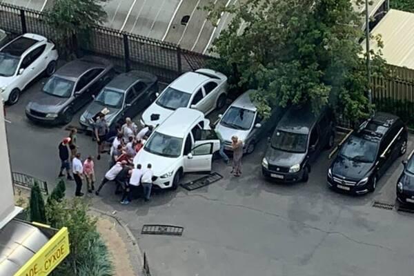 У Києві водійка наїхала на матір із дитиною