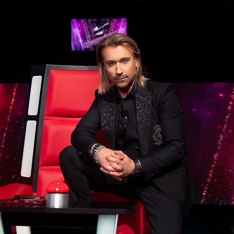 Український співак Олег Винник на зйомках шоу.