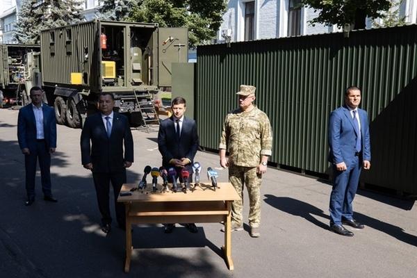 """""""Повна нісенітниця!"""" У Зеленського пояснили """"конфлікт"""" із Полтораком"""
