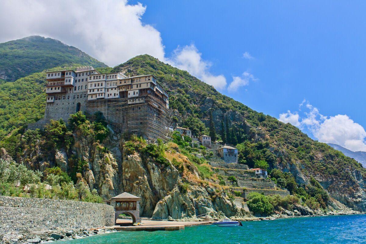 Свята гора Афон притягує туристів зі всього світу