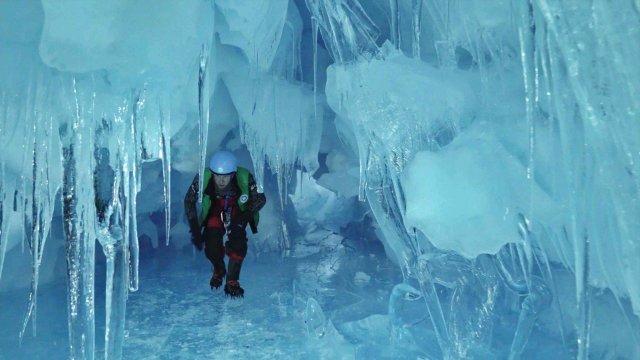 Українські полярники знайшли загублену печеру в Антарктиді: вражаючі фото - фото 354194