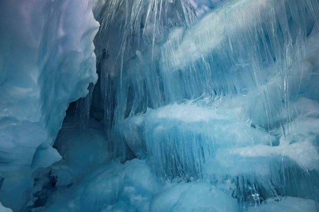 Українські полярники знайшли загублену печеру в Антарктиді: вражаючі фото - фото 354195