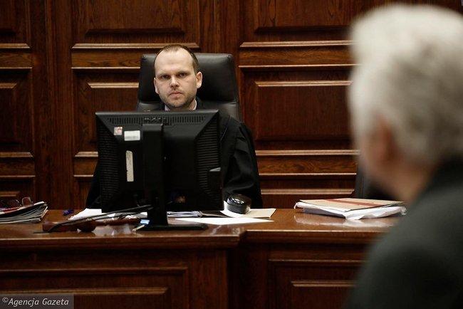 Голота, бандерівці, сволота, - у Варшаві судять пенсіонера, який ображає українців у Facebook 04