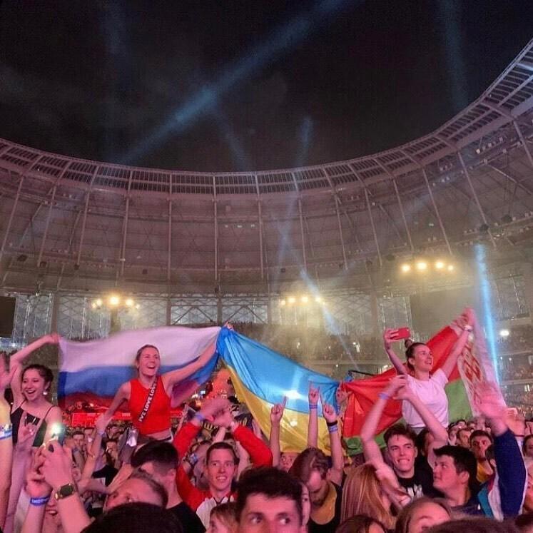 Прапор України на концерті Коржа