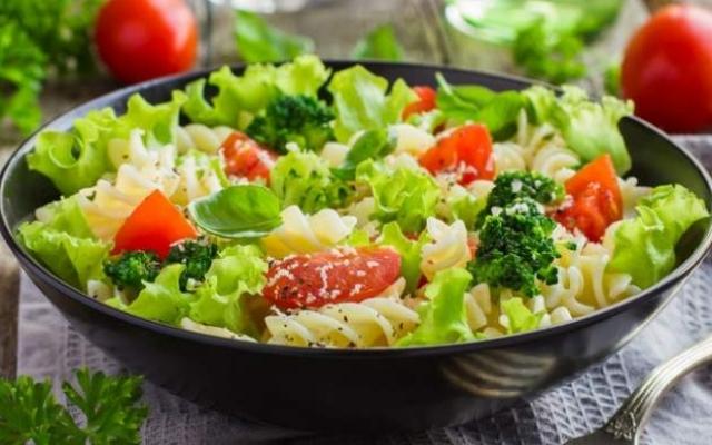 Супрун розказала чим найкраще заправляти літні салати!  Фото № 0