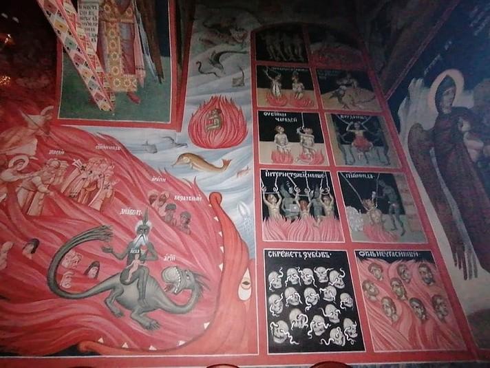 У російському храмі на фресках намалювали чортів зі смартфонами та ноутбуками