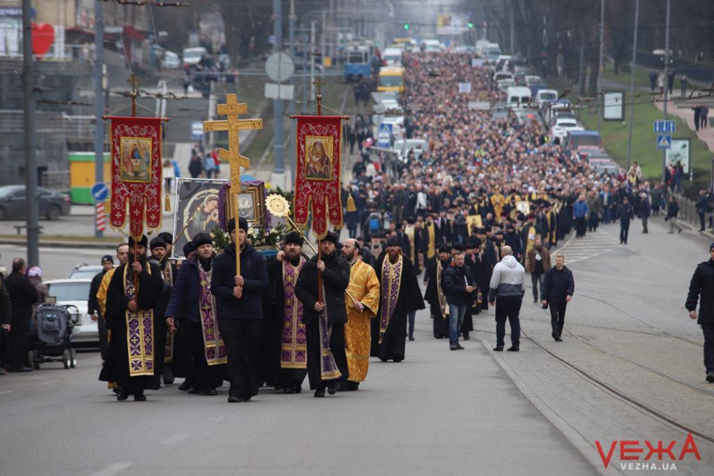 Іконами по коронавірусу: у Вінниці відбулася хресна хода проти короновірусу (фото, відео)