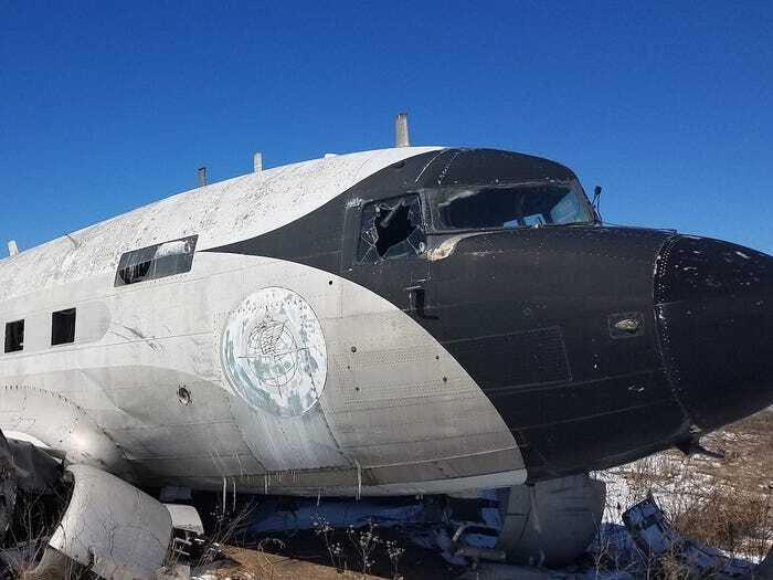 Літак був пошкоджений після торнадо і не міг літати