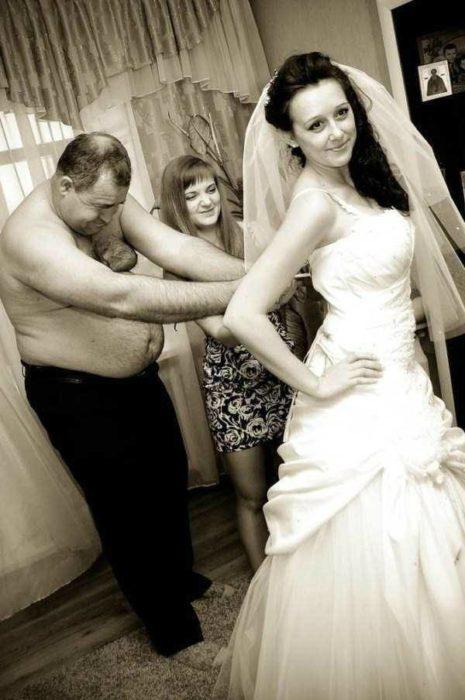 Найгірші та смішні весільні фото. Коли фотограф познущався - 10