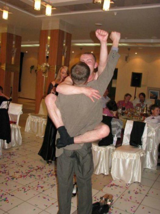 Найгірші та смішні весільні фото. Коли фотограф познущався - 15