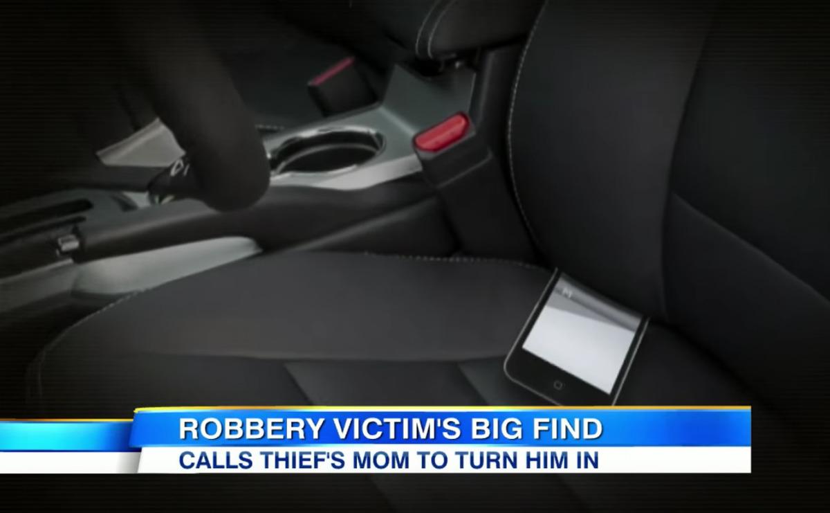 Злодій пограбував її автомобіль, але забув всередині свій телефон. Тоді вона подзвонила його мамі - 1