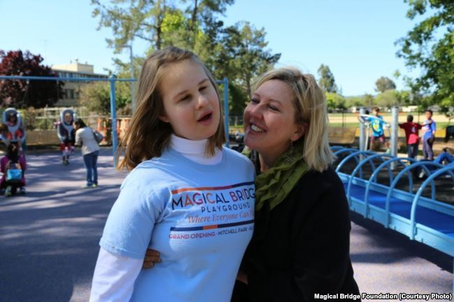 Унікальний ігровий майданчик, створений мамою-українкою, змінює уявлення про те, хто і як може гратися в громадських парках - 1