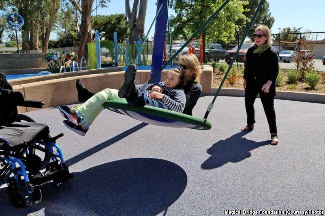 Унікальний ігровий майданчик, створений мамою-українкою, змінює уявлення про те, хто і як може гратися в громадських парках - 4