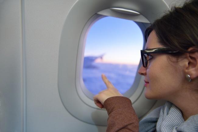 Цікаві питання. Чому під час зльоту й посадки літака піднімають шторки ілюмінатора - 3