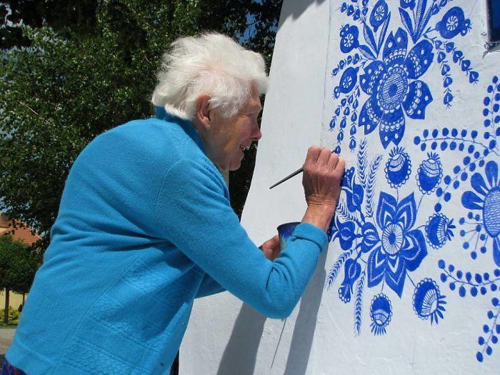 90-річна бабуся перетворила своє чеське село в музей! Ось як це було - 10