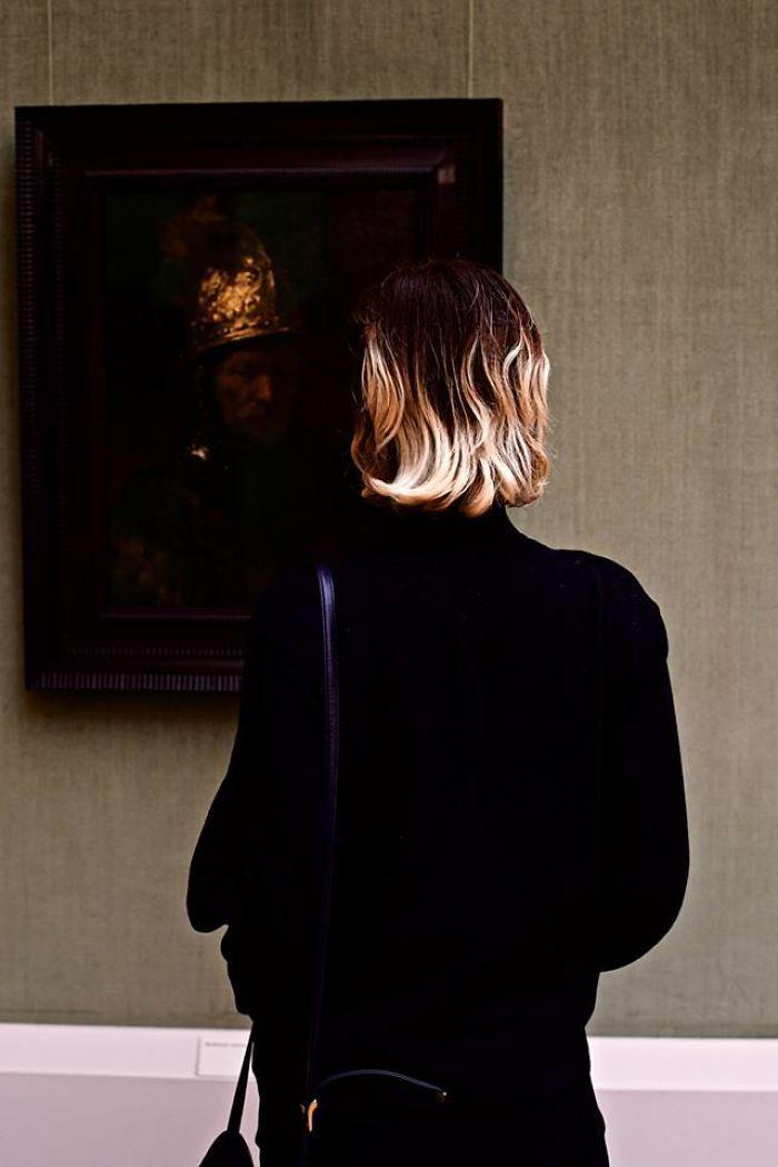 Фотограф роками таємно знімав «правильних» відвідувачів музею - і ось чому - 4