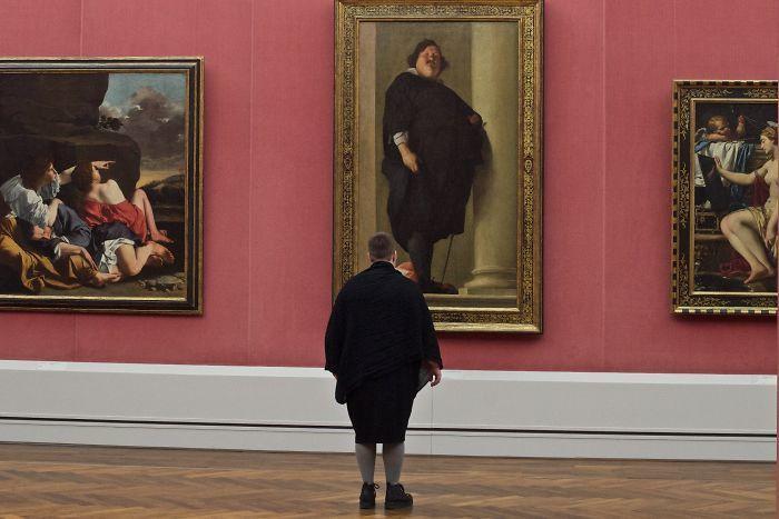 Фотограф роками таємно знімав «правильних» відвідувачів музею - і ось чому - 9