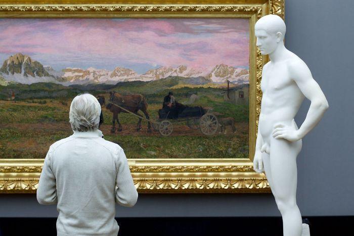 Фотограф роками таємно знімав «правильних» відвідувачів музею - і ось чому - 10