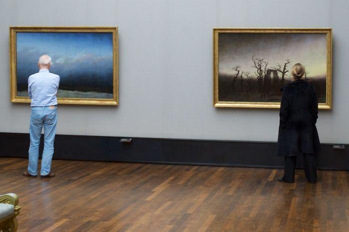 Фотограф роками таємно знімав «правильних» відвідувачів музею - і ось чому - 16