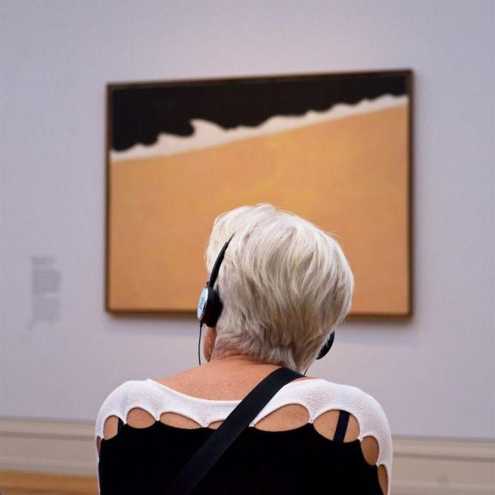 Фотограф роками таємно знімав «правильних» відвідувачів музею - і ось чому - 3