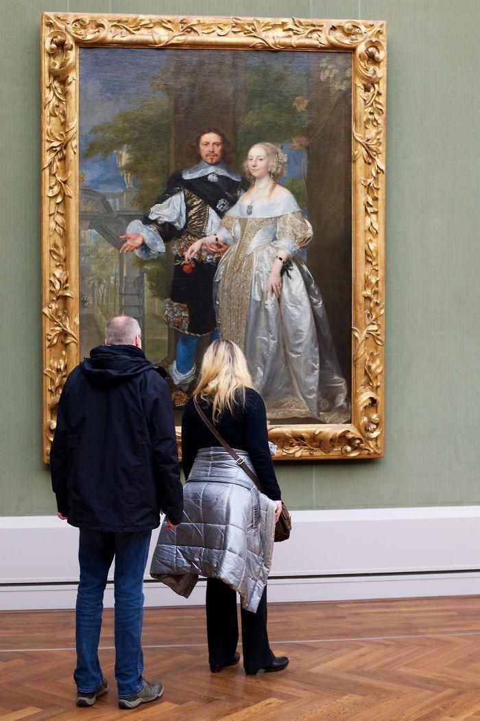 Фотограф роками таємно знімав «правильних» відвідувачів музею - і ось чому - 20