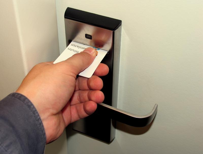Картинки по запросу карточка отеля дверь