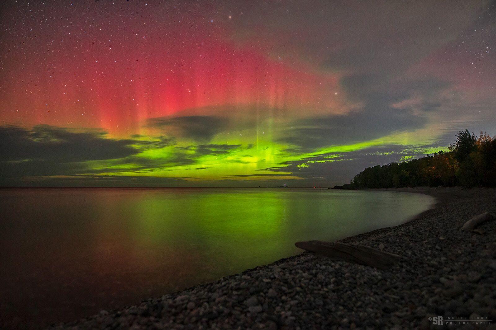 Північне сяйво над озером Гурон