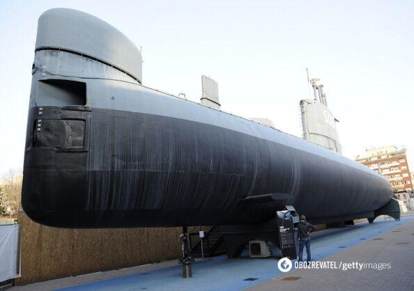 """І перший італійський підводний човен """"Тоті""""."""