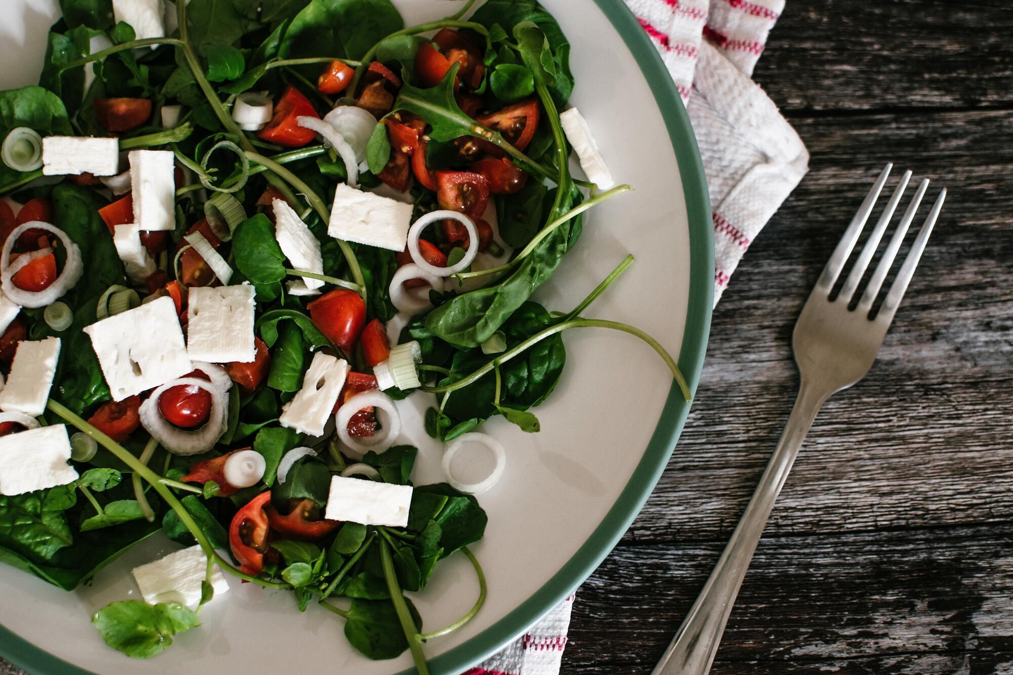 У Греції обов'язково треба скуштувати справжній грецький салат із домашньою фетою