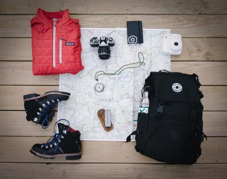 Беріть у подорож тільки багатофункціональний одяг.