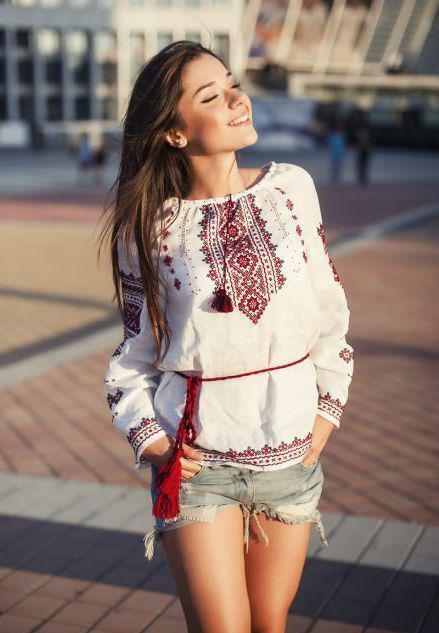Українська традиційна сорочка у поєднанні з шортами. Варіант 1