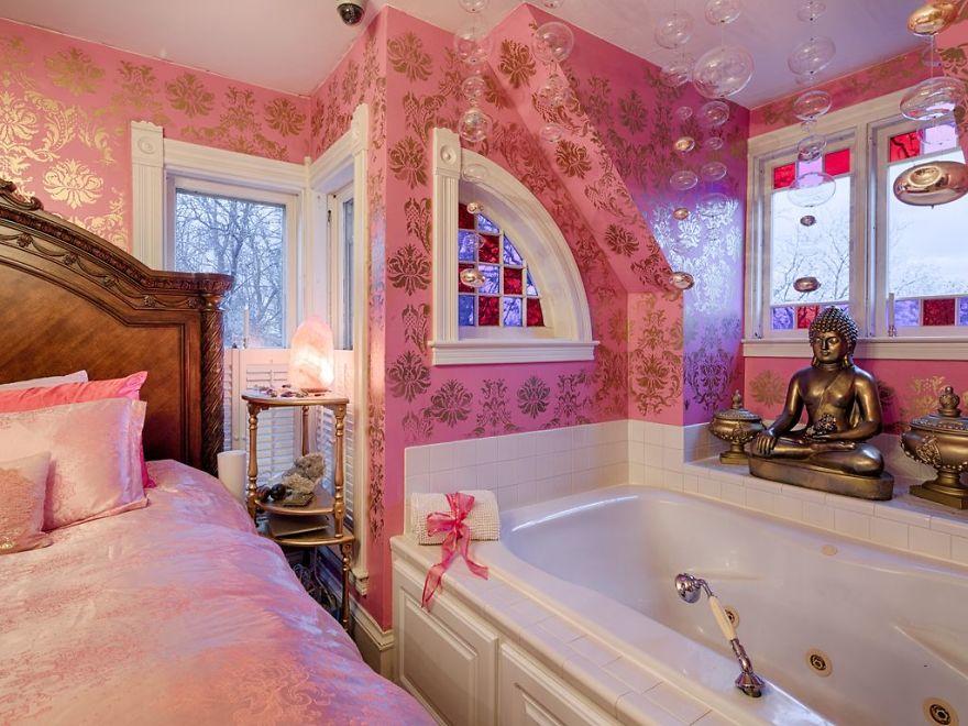 Real-Estate-Agent-Worst-Home-Designs-Photos