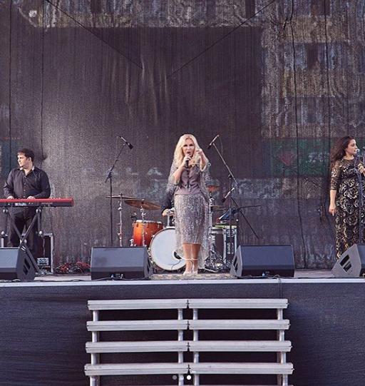 """""""Перетягнули бабусю"""": співачка-подруга Януковича зганьбилася на концерті"""